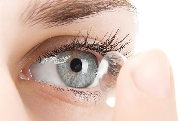 Zakladanie soczewki kontaktowej